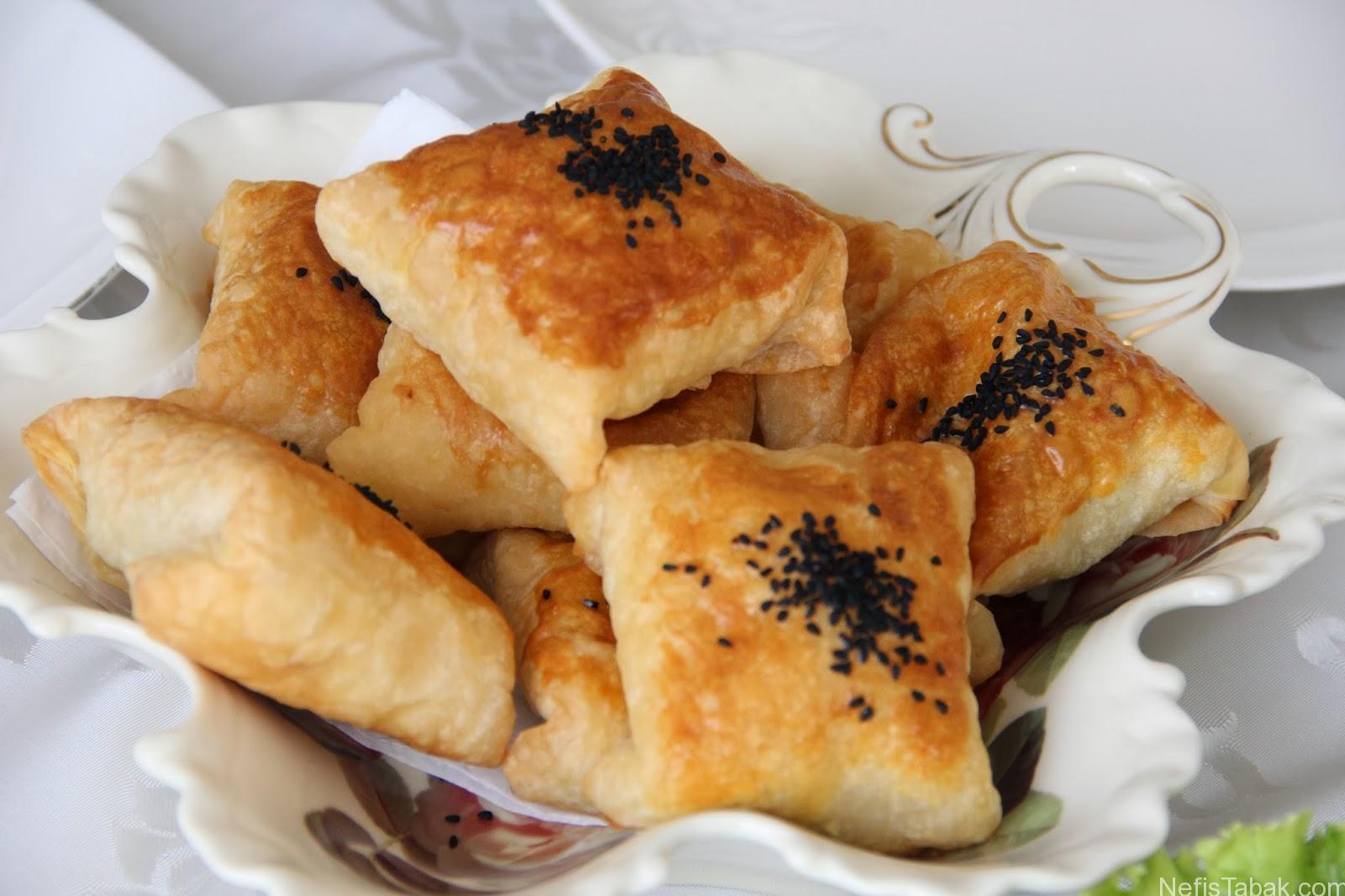 Ispanaklı Peynirli Bohça Böreği